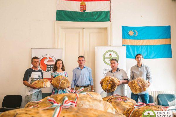 magyarok kenyere - kenyérátadás 2